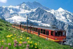 Trenino rosso del Bernina 300x204 - LARIO E DINTORNI